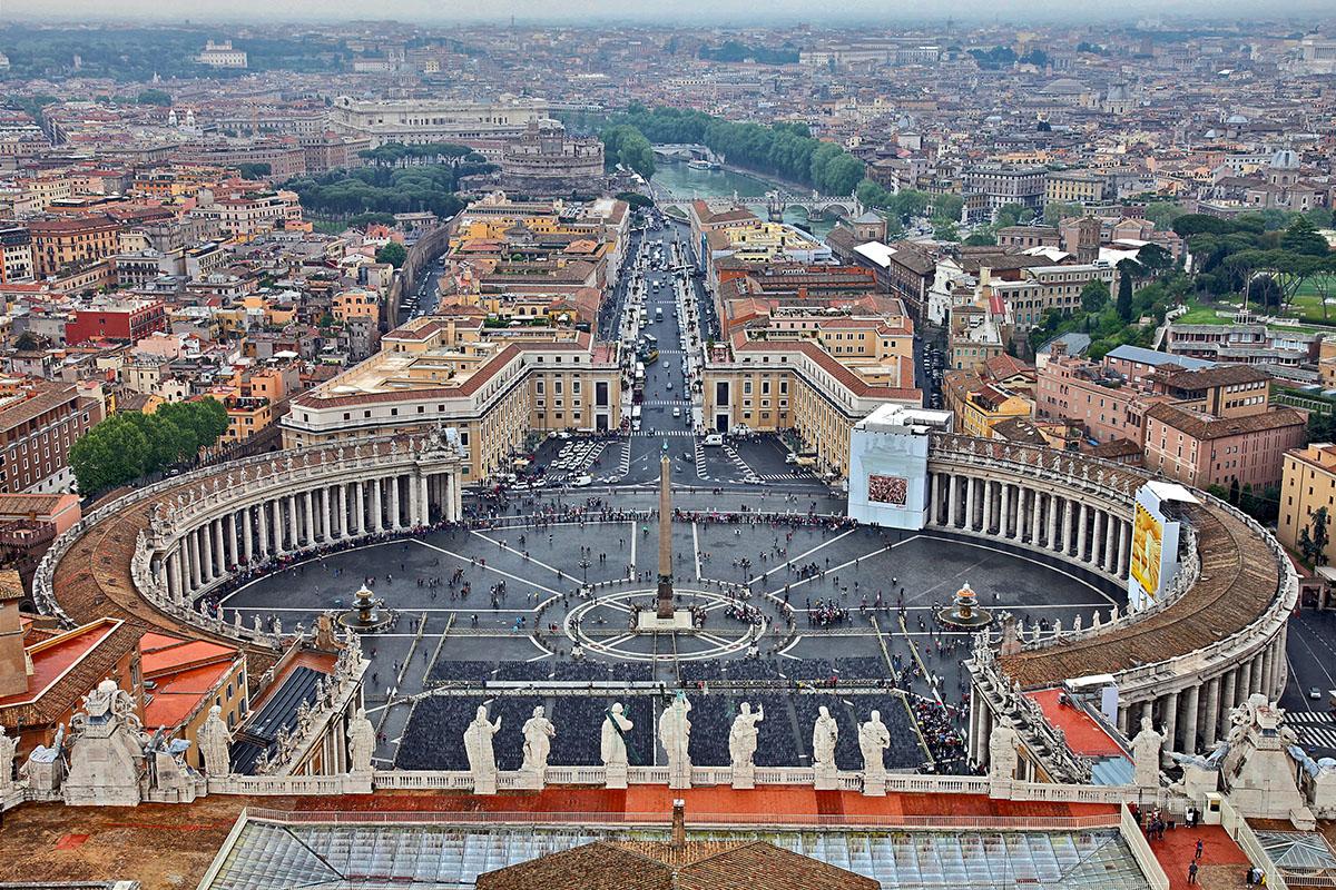 Petersplatz vom Petersdom